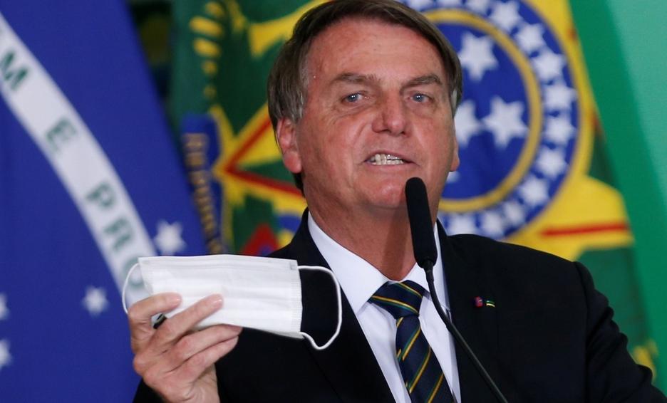 Usar cubrebocas dentro del auto puede causar accidentes de tránsito: Jair Bolsonaro