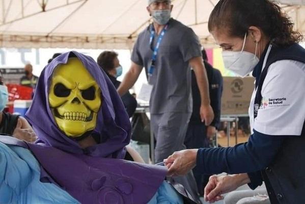 'Skeletor', villano de He-Man, acudió a vacunarse en Morelia
