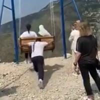 Mujeres caen de columpio a precipicio de 1,500 mts #VIDEO