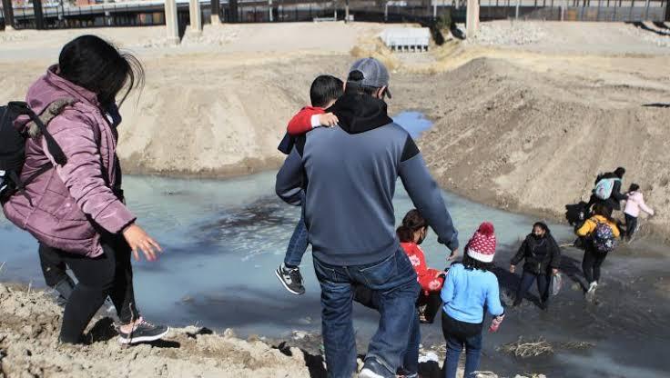 EU continúa con expulsiones masivas de migrantes por emergencia sanitaria