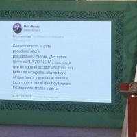 """AMLO lee tuit con """"insultos y vulgaridades"""" contra él y Gutiérrez Müller"""