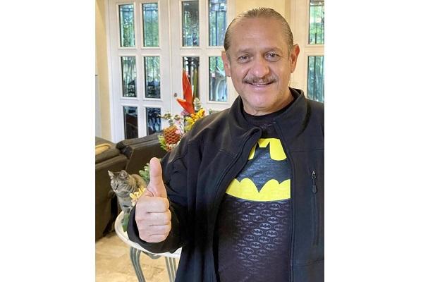 Tras sufrir infarto, el comediante Teo González sale del hospital