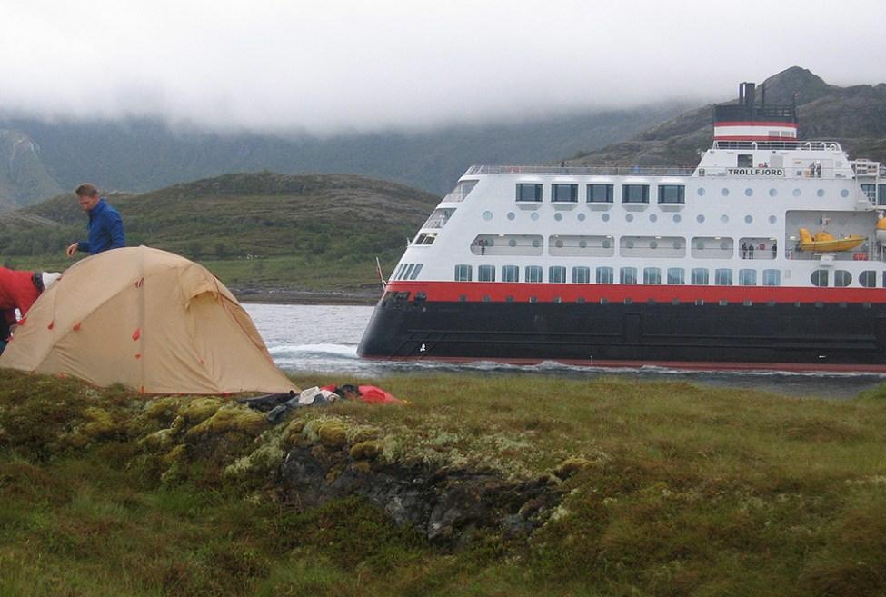 Hurtigruten passerar Vikingen