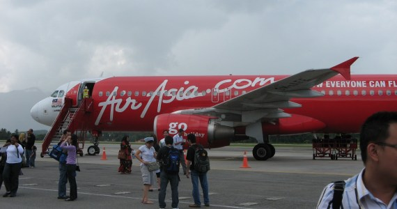 """Cabin Crew On Board AirAsia Jet That Suffered A Decompression Accused Of Becoming """"Hysterical"""" - Here's What Should Have Happened"""