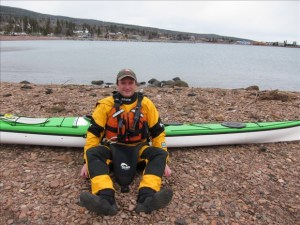 Using the frog position to adjust a kayak