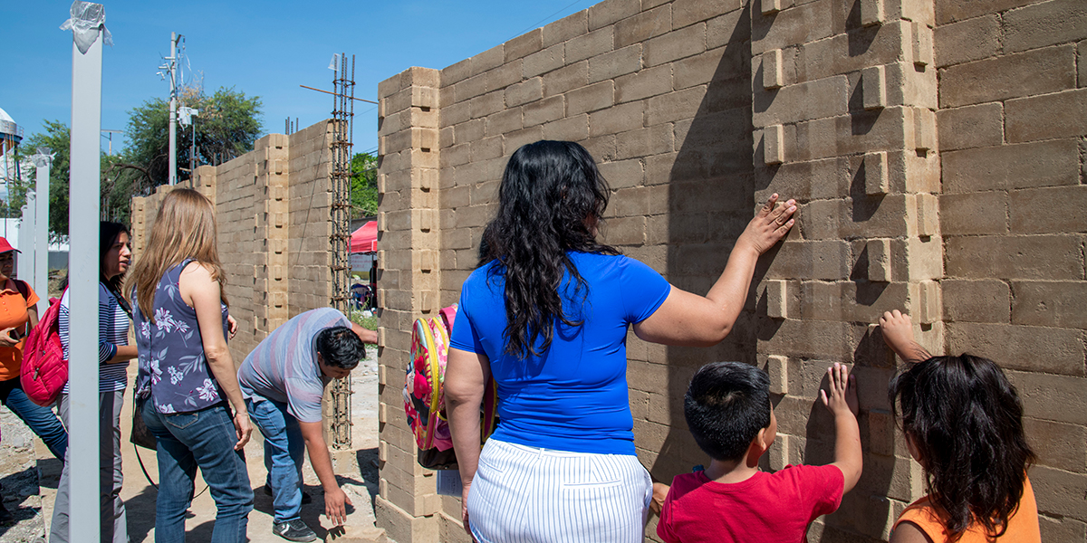 After strong earthquakes hit Mexico in 2017, we joined reconstruction efforts in Morelos, rehabilitating the Sports Unit and building a new Community Center in Xoxocotla. The new structure was built with bricks made of compressed soil, an innovative material that is environmentally friendly.