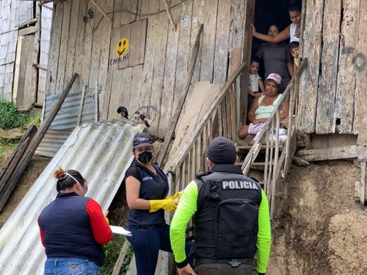 The campaign has gained wide support from the private sector and distributed more than 105,000 food kits to date in Ecuador.