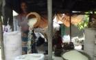 কচুয়ায় মেশিনের যুগে হারিয়ে যাচ্ছে হাতে ভাজা মুড়ি