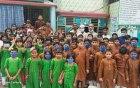 শিশুদের সাথে ঈদ শুভেচ্ছা বিনিময় করলেন চাঁপাইনবাবগঞ্জের ডিসি