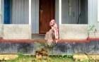 স্ত্রীর অধিকার আদায়ে বিষের বোতল ও কাবিন নামা নিয়ে স্বামীর বাড়ি অবস্থান