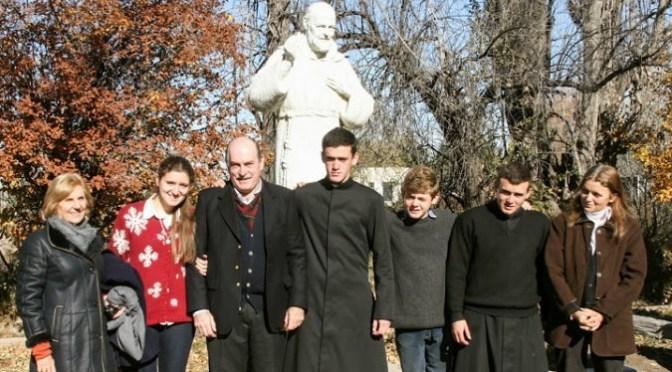 La familia, promotora y formadora de vocaciones