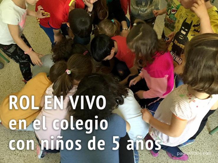 Rol en vivo con niños en el colegio