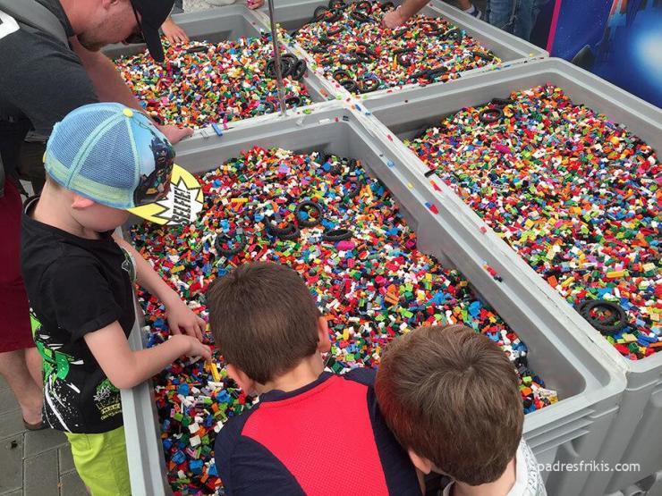 Piezas y más piezas LEGO