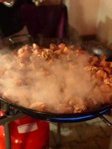 Paella Hähnchen am kochen Live vor Ort