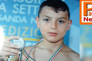 foto di Alessandro Simone con medaglia d'argento