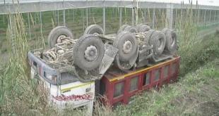 Baia e Latina / Pietravairano / Teverola – Camion si ribalta lungo la Telesina, due feriti