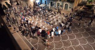 Capriati a Volturno –Piazza semivuota (con tanti forestieri) per il comizio dell'ex sindaco. Semivuoti anche i concetti. Acquaro incubo di Prato