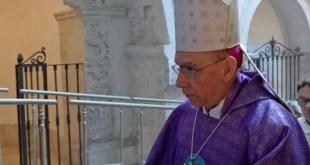 """Presenzano / Teano – Prima messa del nuovo parroco, pochi fedeli in chiesa. Il vescovo """"disertore"""""""