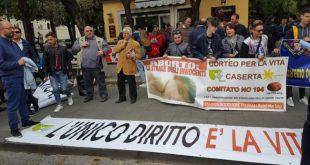 CASERTA – La grande testimonianza dell'ottavo Corteo per la vita. 200 pro-life scortati dalla polizia