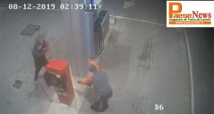 TEANO – Furti, quello dei ladri è un lavoro durissimo e mal pagato: 13 minuti di sudore per meno di 40 euro (il video dell'assalto)