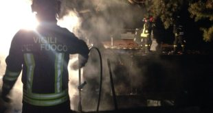 Maddaloni / Pontelatone – Azienda di vernici in fiamme, feriti due operai