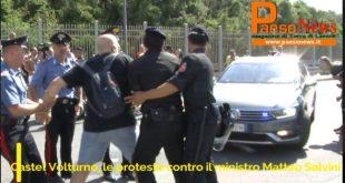 Castel Volturno – Salvini, forti proteste contro il ministro. Giornalisti stivati come in un carro bestiame (il video)
