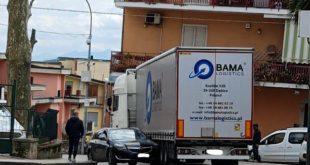 Teano – Tir contro auto, in pieno centro: nonostante il divieto