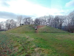 800px-Uley_Long_Barrow_-_view_from_the_east