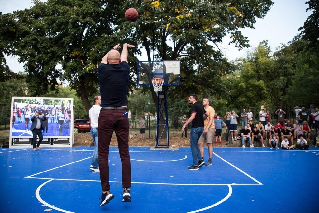 Sasa Obradovic inaugure un terrain de basket à son nom