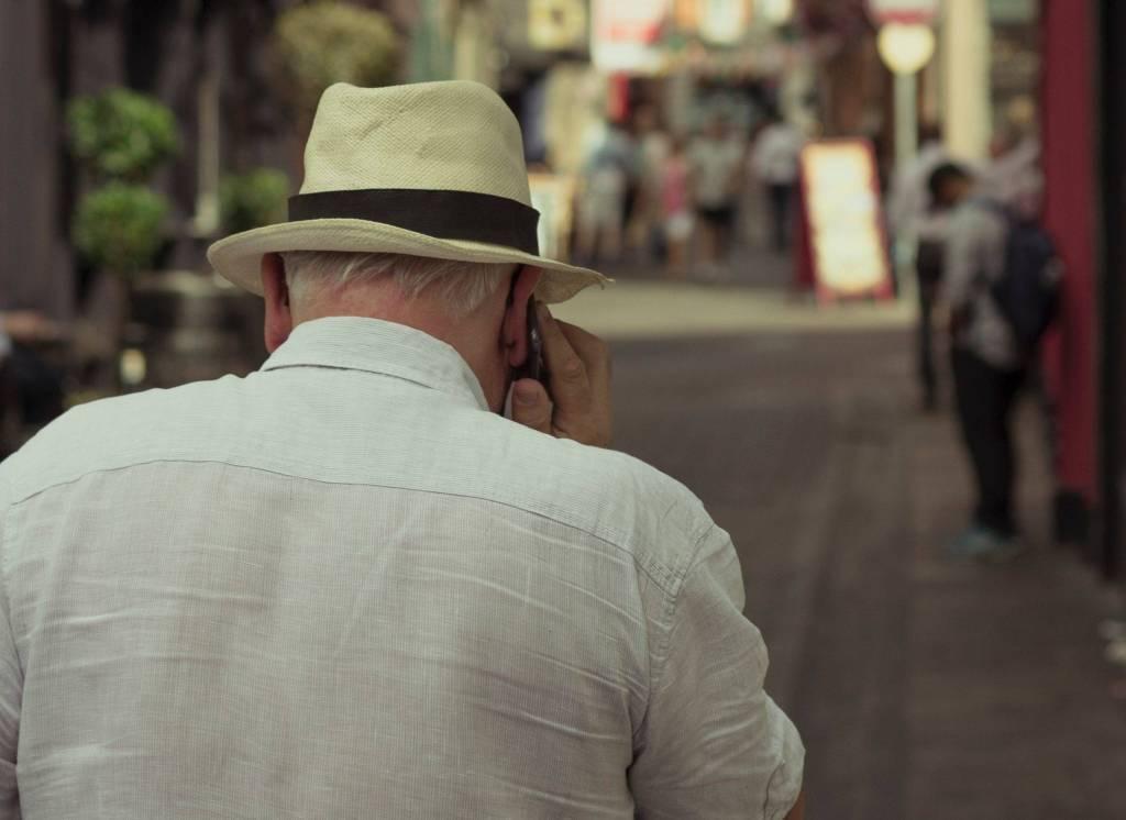 Des personnes âgées victimes d'une escroquerie téléphonique