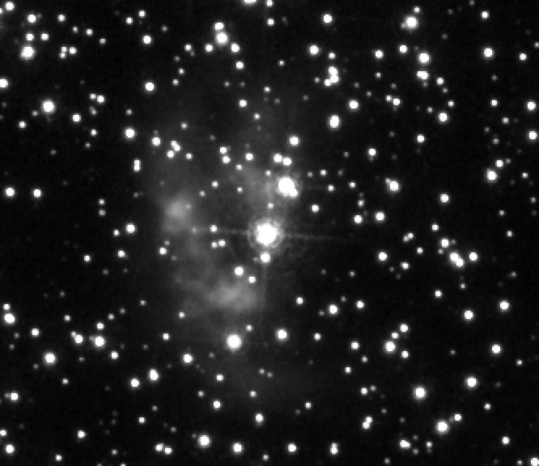 GJJC 1 è una inusuale nebulosa planetaria situata a circa 1 minuto d'arco dal centro di M22. Il ritaglio è tratto da una delle osservazioni eseguite da Hubble nell'ambito della proposta 11558. Credit: NASA / ESA / O. De Marco