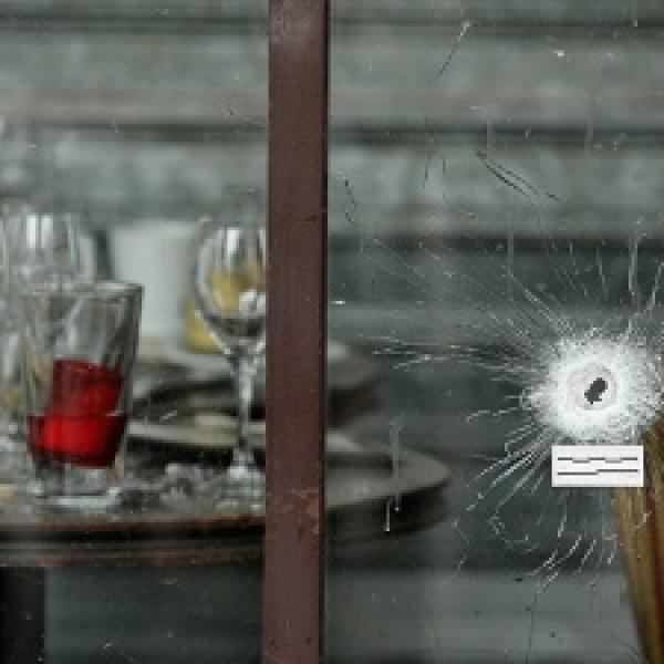 Paris-attack-bullet-hole-jpg_20151115162803-159532