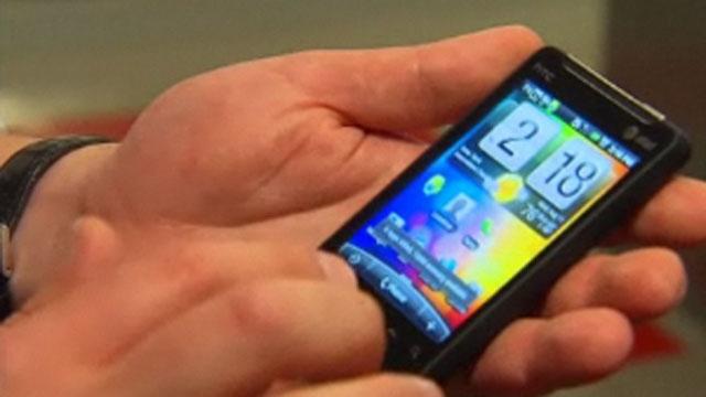 smartphone in man's hand_3457270461946107-159532