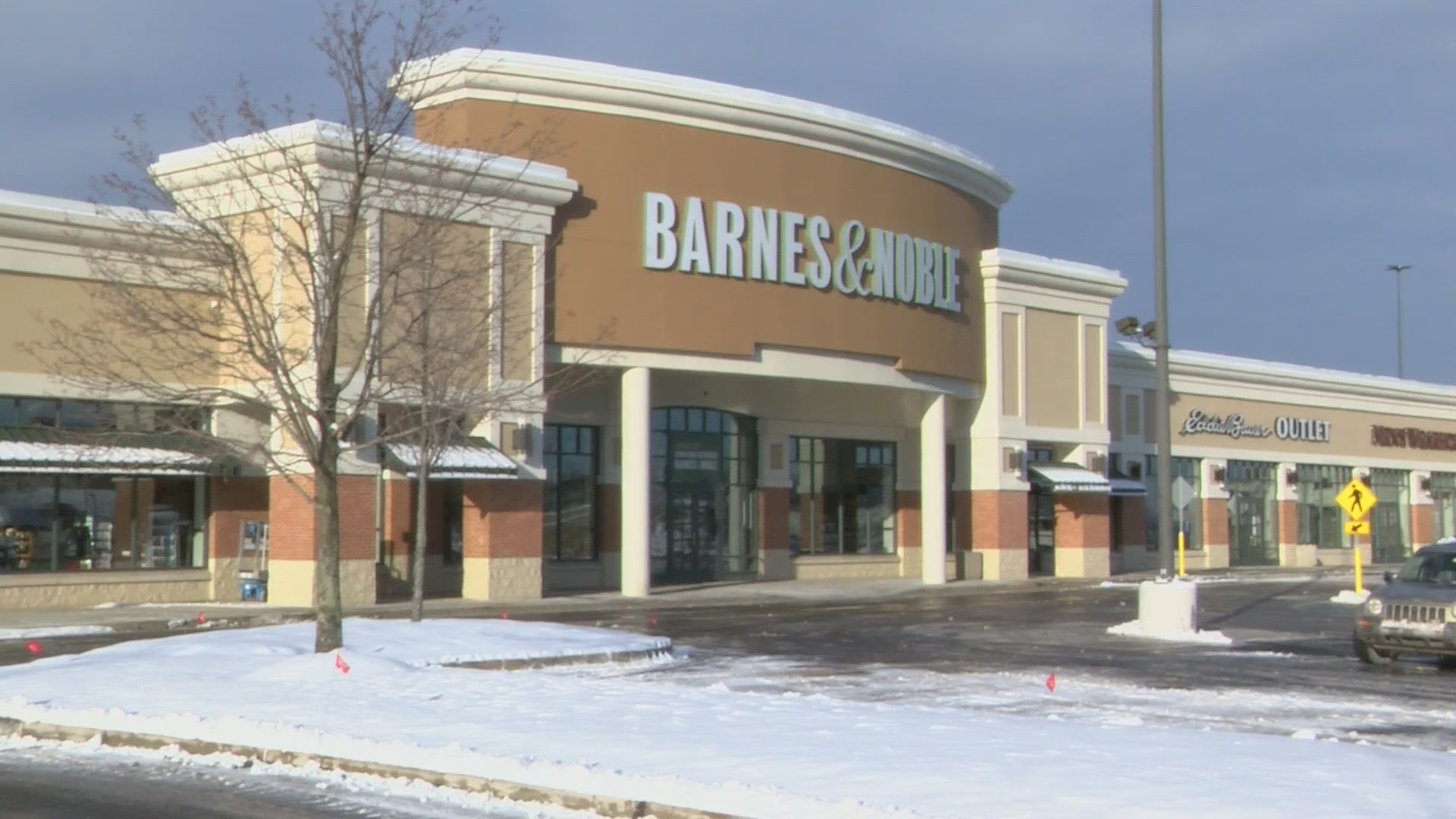 Barnes___Noble_reopens_in_Wilkes_Barre_T_0_20190130161133
