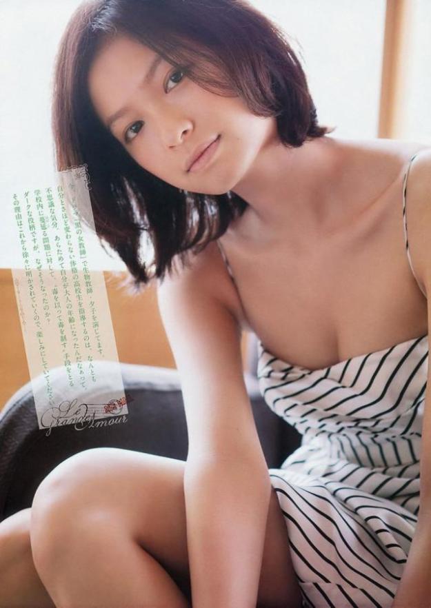 榮倉奈々おっぱいの谷間胸チラリエロお宝画像