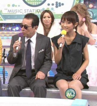 竹内由恵パンチラとムチムチ太ももエロお宝画像