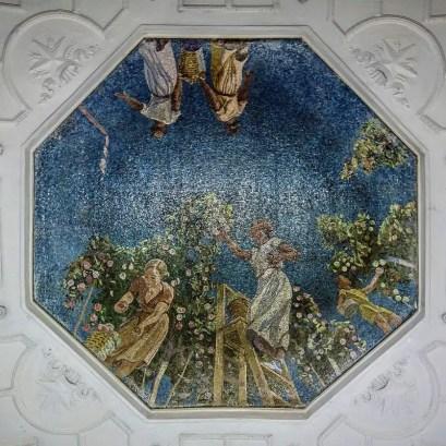 900px-Metro_MSK_Line2_Novokuznetskaya_Mosaic_Gardeners