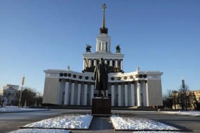 Statua di Lenin all'ingresso
