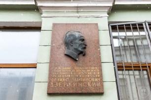La targa a Dzerzhinsky