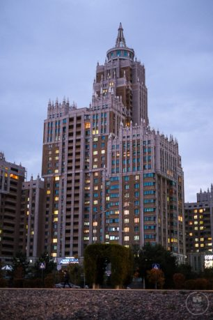 """Grattacielo che sembrava una delle """"7 Sorelle"""""""