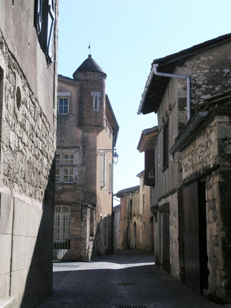 rue porte Neuve with turret