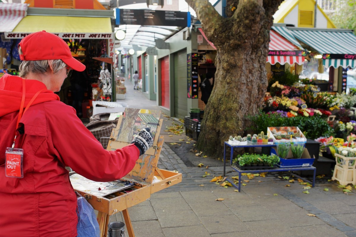 Artist Pat Tinsley painting the Market, Paint Out Norwich 2017.Photo © Katy Jon Went