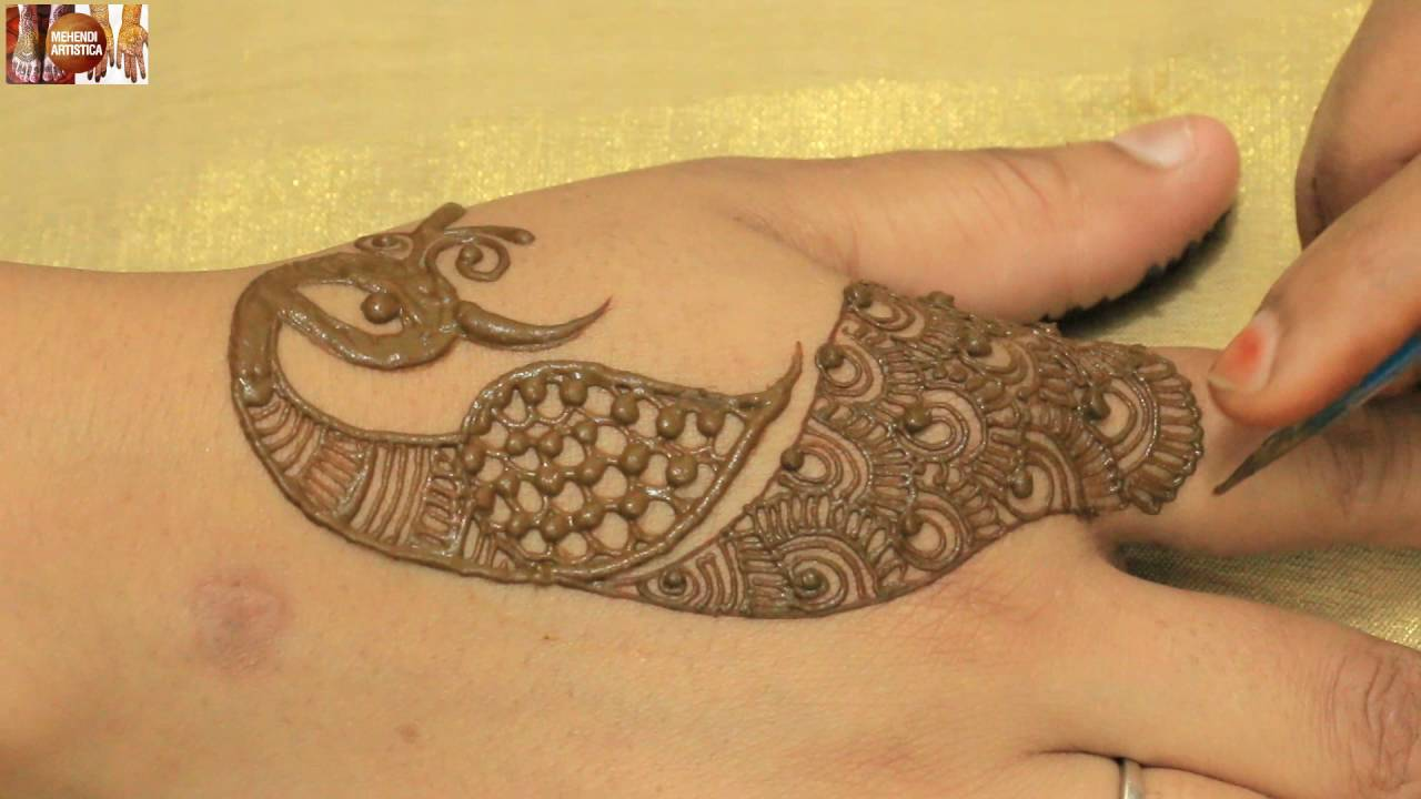 Figure Mehndi Design