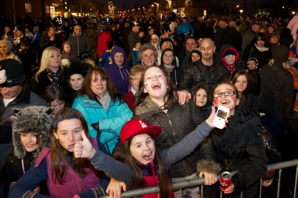 Renfrew xmas lights 2012 crowd