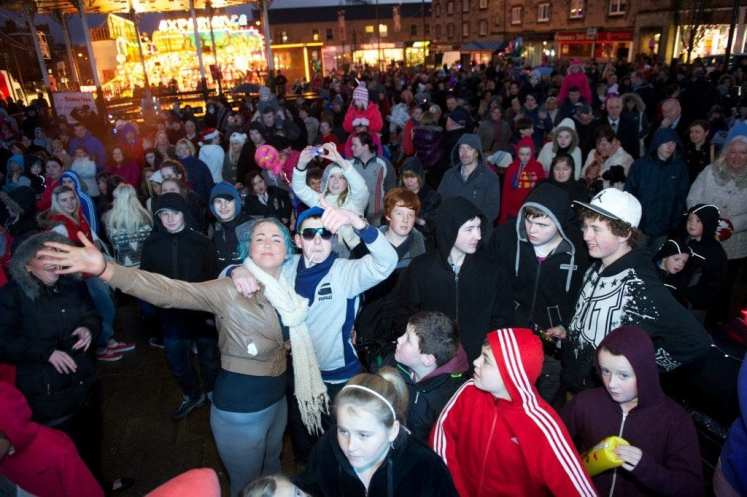 johnstone xmas lights 2012 crowd shot