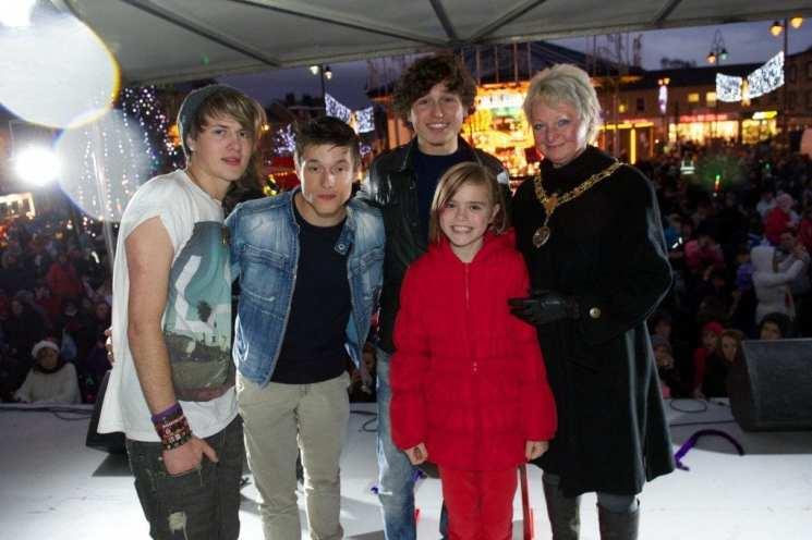 johnstone Xmas lights 2012 - Melanie Mahoney 9 with Supanova and Provost Hall