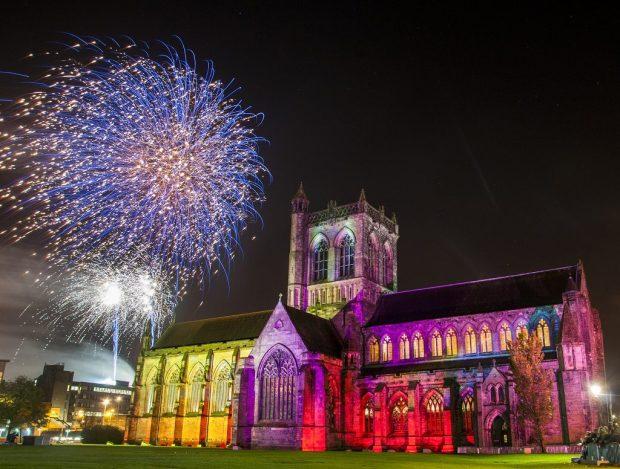 Paisley-abbey-fireworks-20153