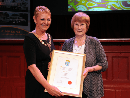 1-Renfrewshire Provost Anne Hall with Distinction Certificate recipient Ann Grieve