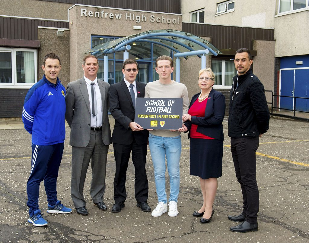 14/09/16 - 16091402 - SFA     RENFREW HIGH SCHOOL     St. Mirren's Kyle McAllister visits Renfrew High School.     (L/R) Scott Chaplin (Player & Coach, Dev Officer), Tony Fitzpatrick (St. Mirren General Manager), Billy Burke (Head Teacher), Kyle McAllister, Cllr Henry and Alan McManus (St. Mirren Coach).