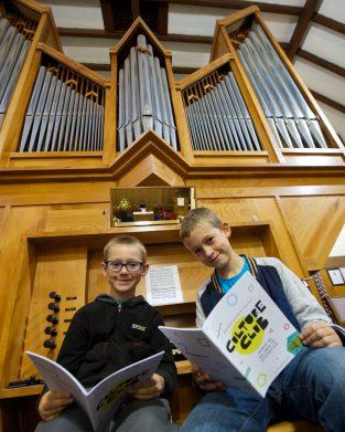 Killellan Church. Zac and Elliott Hipkiss_7529